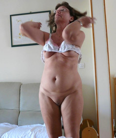 Topless Wives picture collection