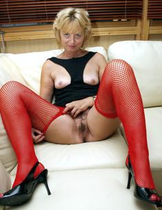 Big ass mature wife naked at home..
