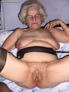 Wild amateur grannies show their old..