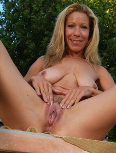 Brunette mature lady show her bushy twat