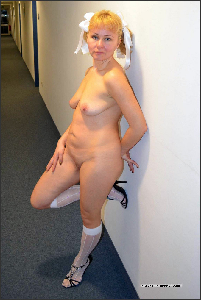 mature naked women home pics