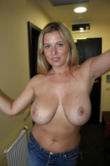 Mature Housewife Big Tits - Big boobs mature housewives take nude pictures.